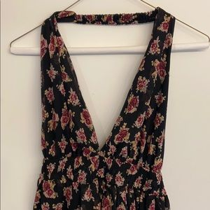 Maxi floral dress with a complete open back